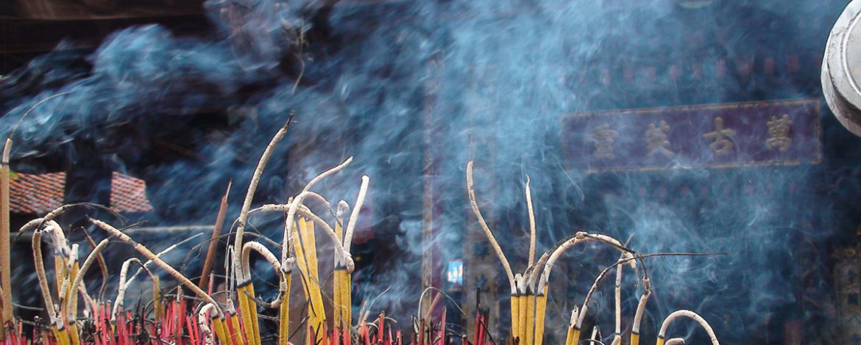 Nguy cơ ung thư từ độc tố trong khói hương